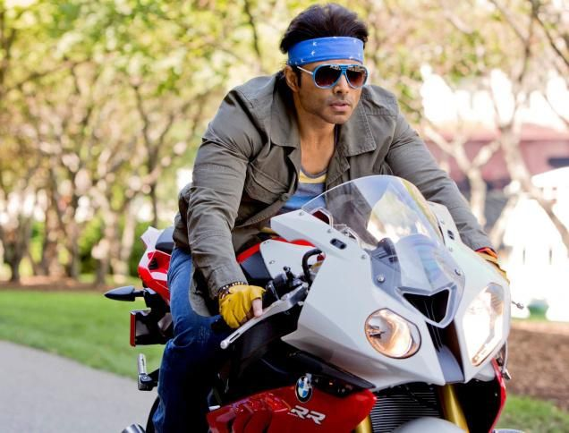 The parking lot of a college is filled with a number of different bikes and bikers. Here are the 8 types of bikers that can be found in every Indian college