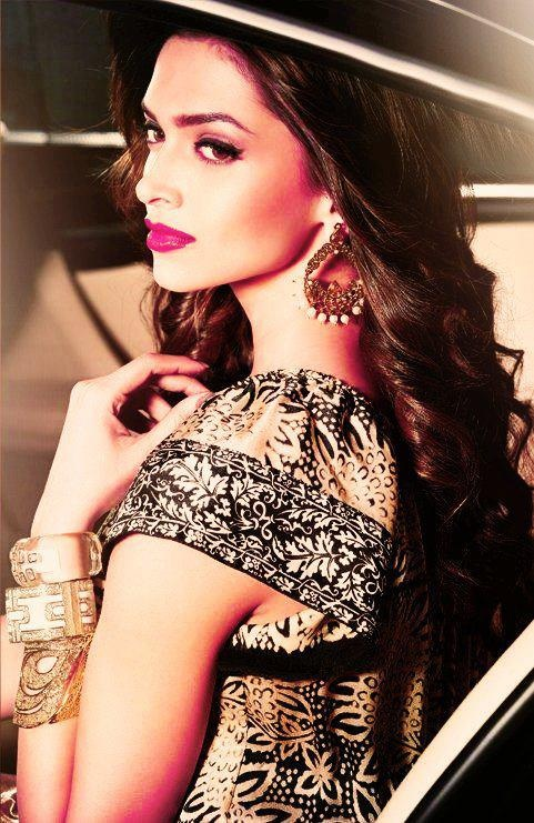 Deepika Padukone... She's so gorge!... Love her makeup... hair.. accessories... and I'm sure her  entire outfit is fabulous!