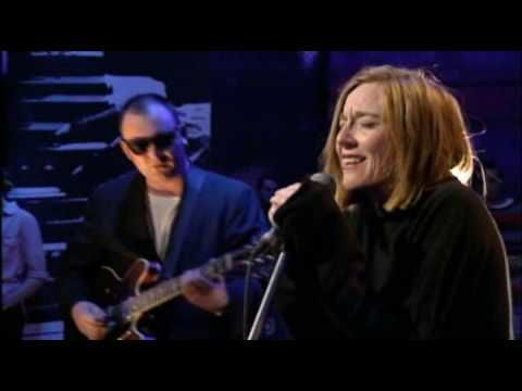 Portishead - Glory Box Live On Jools Holland 1994 (First TV Appearance) - Just give me a reason....