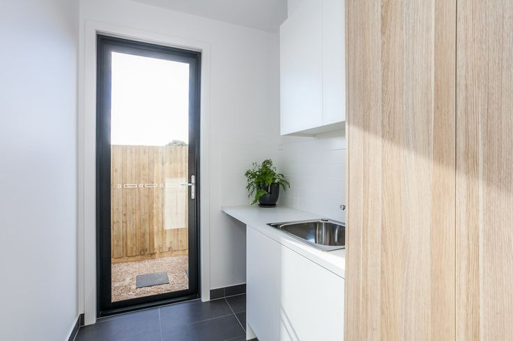 polytec Natural Oak Ravine creates a modern stylish laundry highlight
