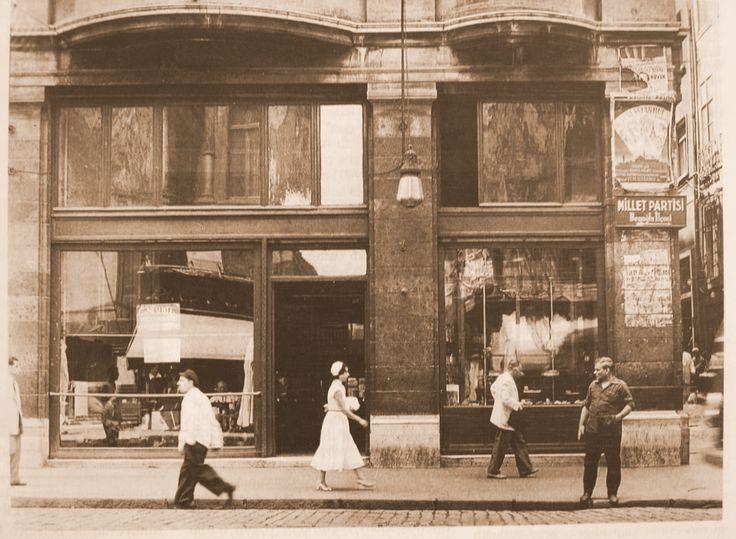 Nisuaz pastanesi 1948 İstiklal caddesi Beyoğlu