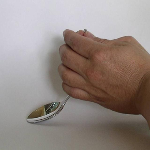 Easy Magic Tricks That You Can Learn and Perform for Your Friends : The Spoon Bend