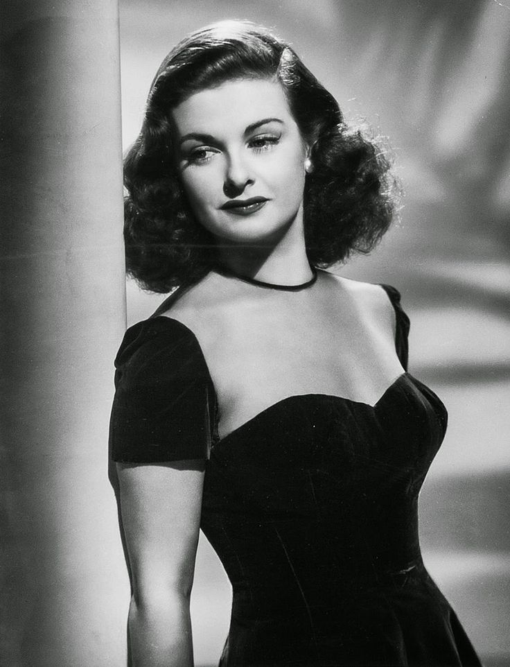 Joan Bennett excelled during the 40s in film noir femme fatale roles: The Woman in the Window and Scarlet Street, for example, both directed by  Fritz Lang.
