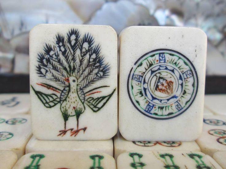 Peacock One Bam Bird , Flag in the centre of the One Dot. Mah Jong tiles