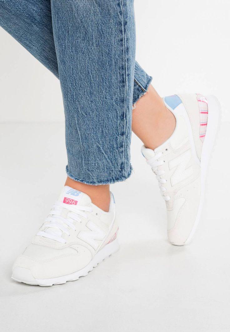 New Balance. WR996 - Baskets basses - offwhite. #Baskets #Coloré #zalando FR #fashion Semelle de propreté:textile. Semelle d'usure:matière synthétique. Dessus / Tige:cuir et textile. Doublure:textile. Fermeture:laçage. Largeur de chaussure:large. Bout de la chaussure:rond. Matière:t...