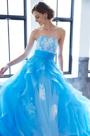 夏のウェディングにお勧めしたい爽やかな青いドレス♡青い花嫁衣装の参考一覧♪