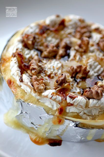 FORMAGE: Camembert rôti au miel et aux noix   http://pimentoiseau.canalblog.com/archives/fromage/index.html   http://voyagegourmand.fr/saisons/automne/camembert-roti-miel-noix/   http://www.jamieoliver.com/recipes/cheese-recipes/beautiful-baked-camembert  