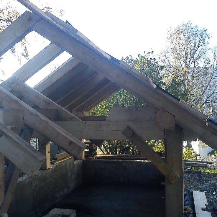 """2 likerklikk, 1 kommentarer – Arild (@a_tuxen) på Instagram: """"#woodenframe #grindbygg #stavbygg #vikings Vedhuset på Voss, del 2"""""""