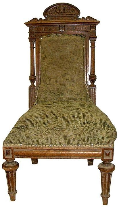 Антикварные стулья Старинный диван или несколько и даже одно антикварное кресло прекрасно впишутся в современный классический дизайн, станут его изюминкой, отличительной чертой.Среди мног...