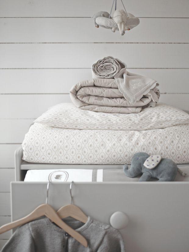Kuscheldecke, Krabbeldecke, Kuscheltier und Bettwäsche aus der CHARMTROLL Textilkollektion, Bild: © INTER IKEA SYSTEMS B.V.