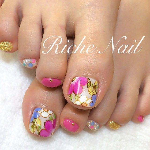 #nail #nailart #footnail #ネイル #フットネイル #ボタニカルフラワー #bijou #ビジュー #フラワーネイル #richenail