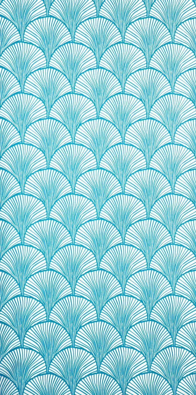 Vackert limtryckt mönster med grafiska handritade bågar. Trots att tapeten upplevs stormönstrad så är den oerhört lugn när den sitter på väggen och lämpar sig
