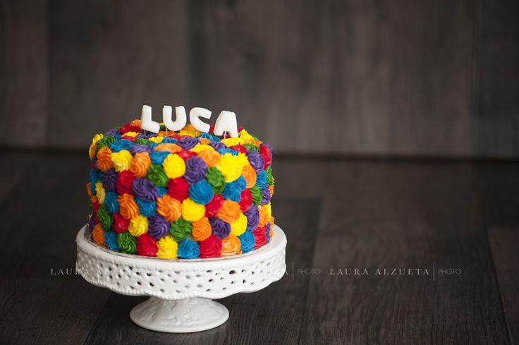 fotos de bebê: smash the cake do Luca. Adoro os bolos da Confeitaria da Luana, além de lindos são uma delícia!! www.lauraalzueta.com.br