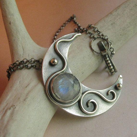 Luna collar de piedra de luna arco iris artesano por Mocahete                                                                                                                                                                                 Más