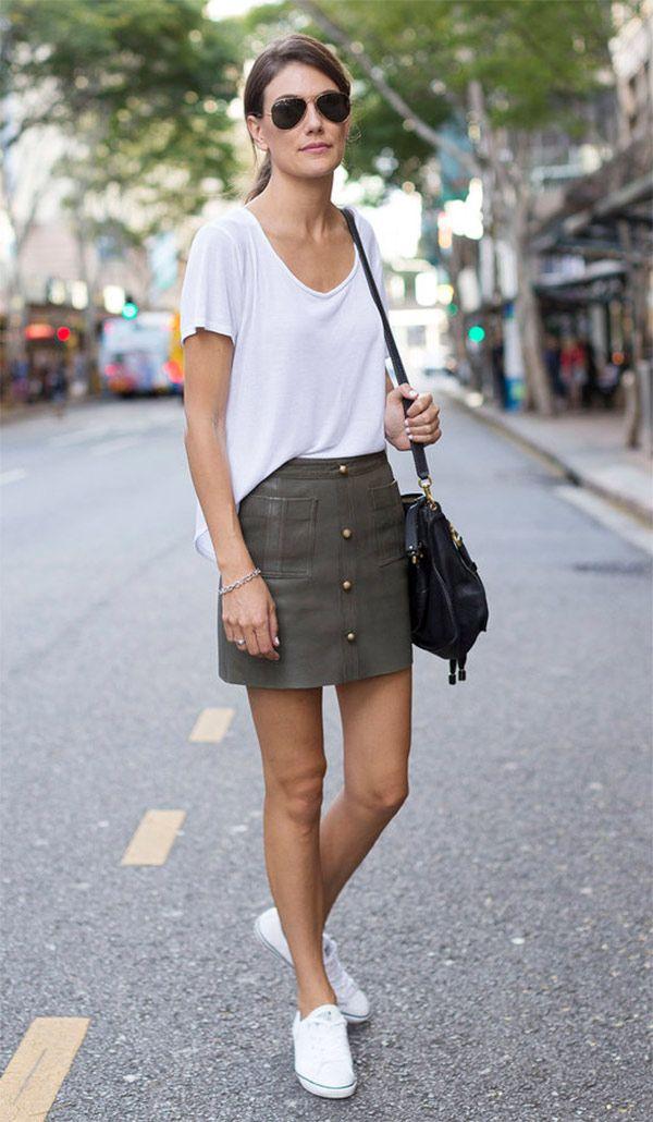 Street style look com saia couro.