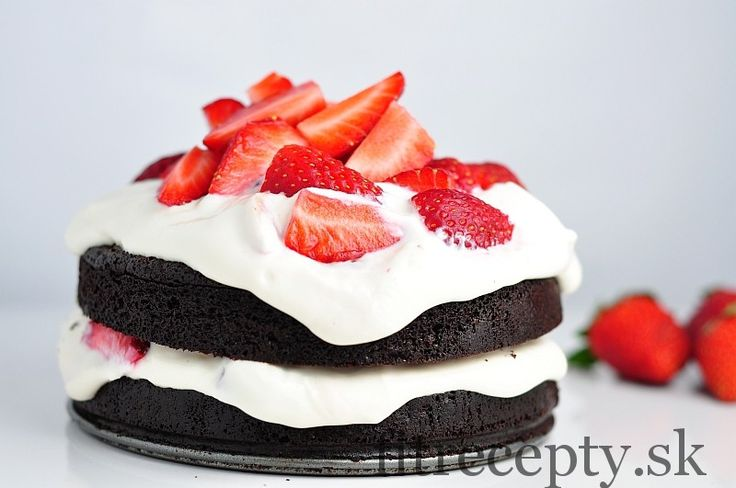kakaova torta bez muky s tvarohovo jahodovou plnkou