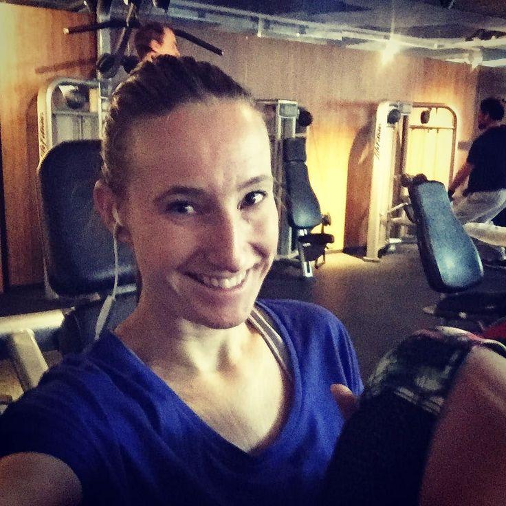 Just gymming... met natuurlijk de Love2workout @spotify lijst op gemaakt door jullie!  #love2workout #gymlife