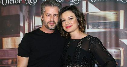 Entenda a polêmica envolvendo o cantor Victor Chaves e a mulher, Poliana Bagatini