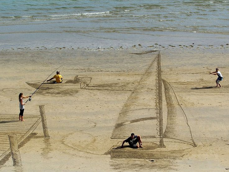 Jamie Harkins, a talented artist and musician from New Zealand, has been keeping busy creating fun optical illusions and 3D images on beaches