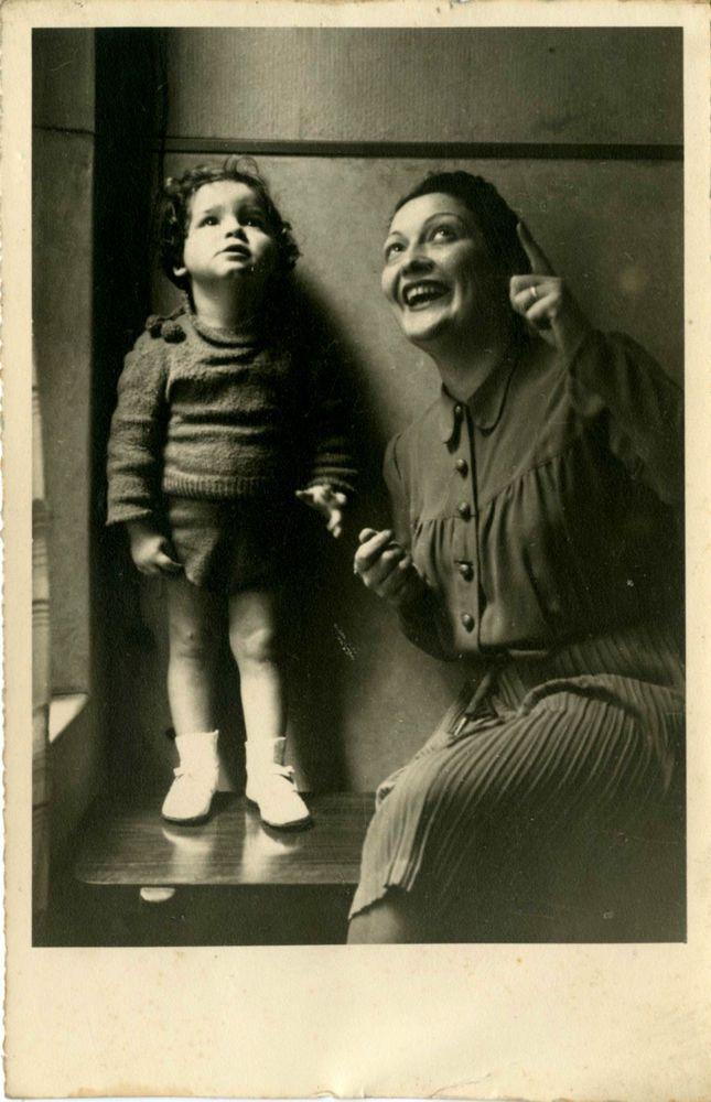 LA CURIOSITA  DELLA BIMBA E DELLA MAMMA-FOTO D EPOCA-OLD PHOTO ORIG-ANNI 40 CA