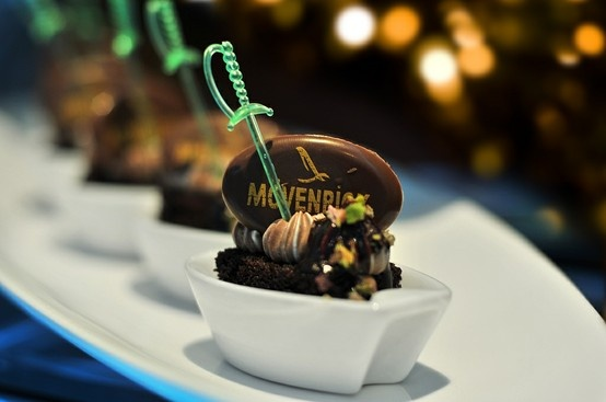 Mövenpick Hotel Anwar Al Madinah -  It is all about chocolate: a main course with chocolate condiments served alongside. Chocolate crème brûlée, chocolate custard, white and dark chocolate fondue, brownies a la mode and traditional éclairs are on our Chocolate Chef's menu.