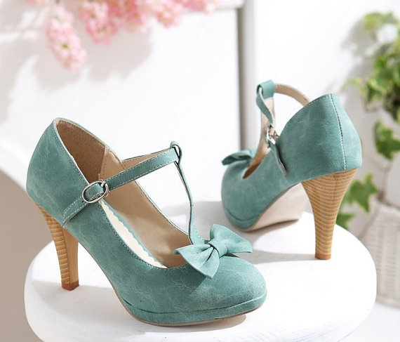 Want! Just need a sweet little tea length dress - Vintage Turquoise Aqua bow Pumps Shoes 38