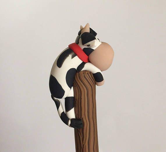 Bolígrafo de la vaca de blanco y negro de arcilla de polímero
