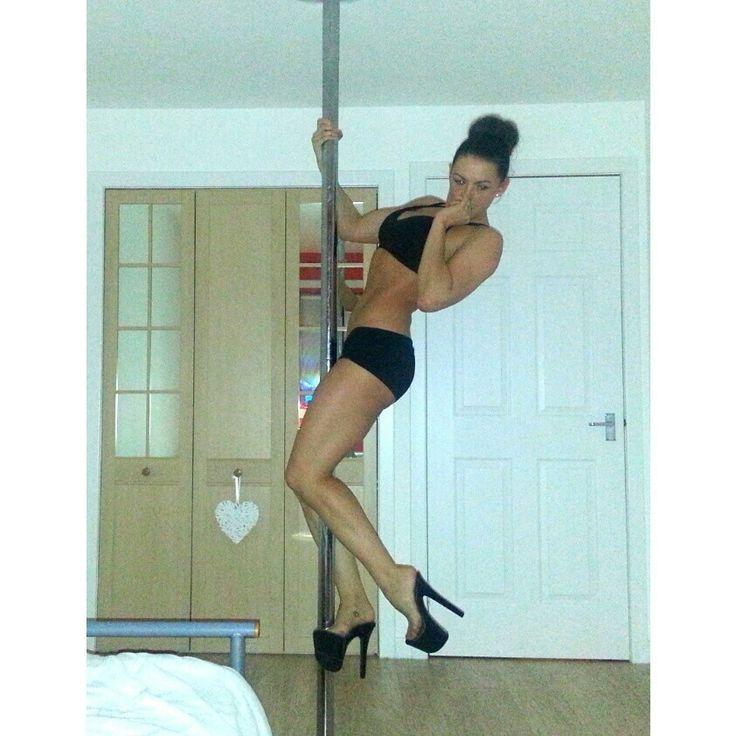 Nicola Hanley #poleclimb #polemove #poledancer #poledancing #polefitness #polelove