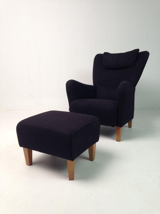 Söderbergs (Swedese) fauteuil met voetenbank - model Steep  Söderbergs (nu bekend als 'Swedese') fauteuil met voetenbank bekleed in zwarte wol met poten van kersenhout. De stoel heeft in de rug een tilt functie. Gebruikssporen.Stoel afmetingen: hoogte 97 cmbreedte 76 cm zithoogte 43 cm Ottoman afmetingen:breedte 56 cmdiepte 48 cmhoogte 40 cmWereldwijde verzending. Koper betaald de verzendkosten deze zijn afhankelijk van de bestemming.  EUR 25.00  Meer informatie