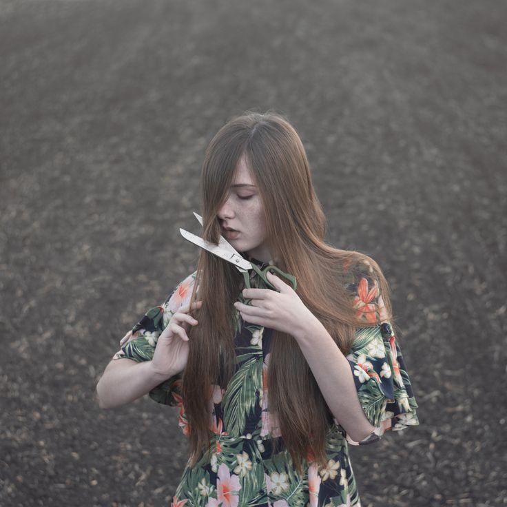 художественное фото, идеи фото, ножницы, длинные волосы, фото