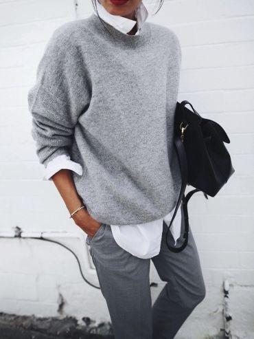 Portée en mode décontracté, la chemise blanche apparaît idéale pour dérider un camaïeu de gris