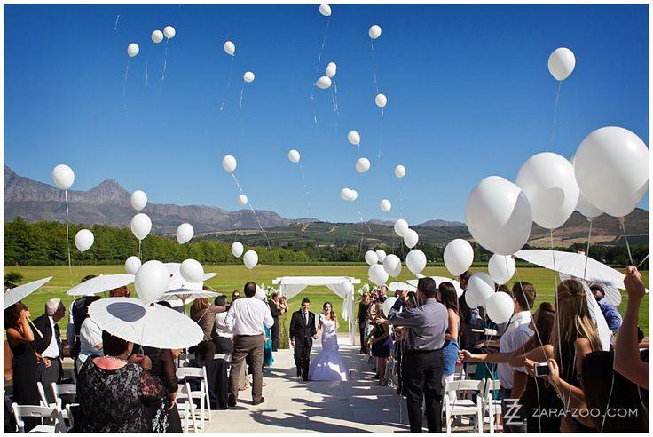 Baloons as confetti - Photos by ZaraZoo Photography