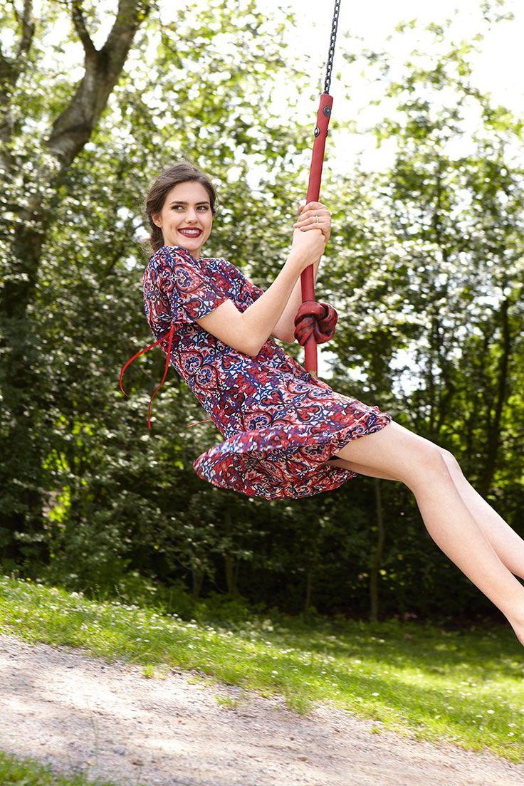 Luftiger Stoff, ein Schnitt für Anfänger und fertig ist unser neues Outfit in Tunikagestalt! Sommerkleid Schnittmuster (PDF) zum Downloaden Anleitung und Schnitt: Iani Iskowik, Fotos: Jana Tolle