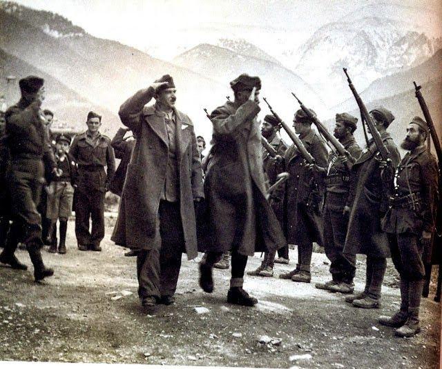 Ο πρόεδρος της Πολιτικής Επιτροπής Εθνικής Απελευθέρωσης, στρατηγός Μπακιρτζής στη Βίνιανη