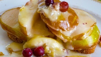 I am always trying to come up with different ideas for breakfast specially since I have taken an oath in not making pancakes and muffins.  I find pancakes and muffins very generic and common, it is made in practically all the lodgings from small two to three bedroom to big hotels and resorts.