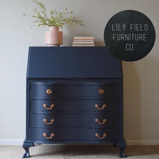 Rich smooth and gorgeous lilyfieldfurniture takes our breath away with this stunner in Fusions new Midnight Blue and accented in Metallic Gold  blue navyblue blueisthenewblack dresser midnightblue gold metallic blueandgold fusionmineralpaint decor paintedfurniture newagain furnituredesign furnituremakeover thatsdarling thursdayisthenewfriday