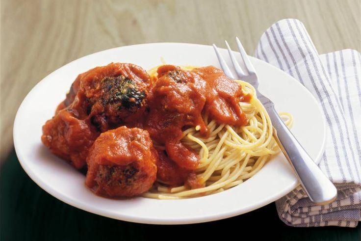 Kijk wat een lekker recept ik heb gevonden op Allerhande! Volkorenspaghetti met spinazie-gehaktballetjes