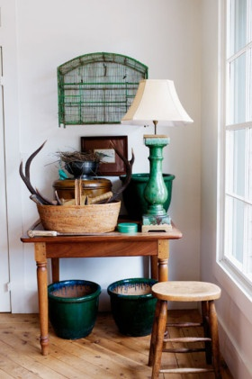 green and wood: Decor, Country Style, Color, Interiors, Blue Green, Country Living, Vignette, Beach Country House, Green Lamp