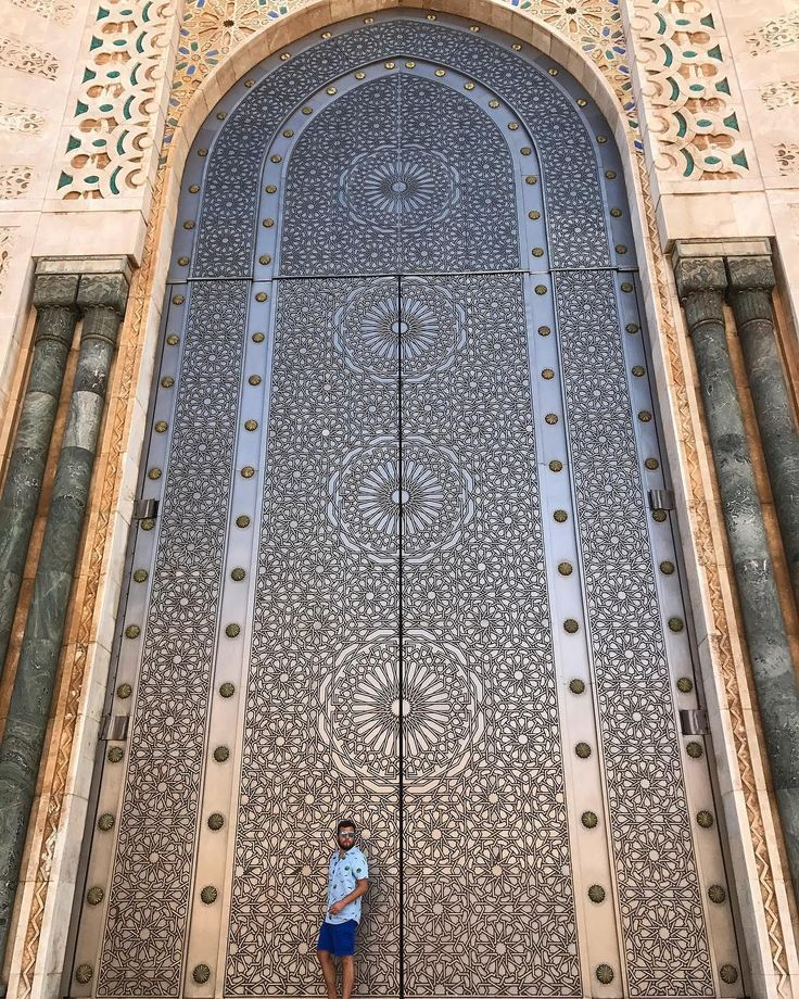 """""""Don't listen to what they say, go see"""" ~ Chinese Proverb Hey guys today I uploaded to my YouTube channel my last VEGAN AROUND THE WORLD vlog from Switzerland 🇨🇭 I will be uploading what I ate in Morocco later this week🤗 Today we visited The Hassan II Mosque in Casablanca, stunning place!! 💥For more raw and vegan recipes/ travels / vegan tips / 100 day raw challenge subscribe to my YouTube channel: TheRawBoy (or click on the link on my profile)💥 ➖➖➖➖➖➖➖➖➖➖➖➖➖➖➖➖➖➖ """"No escuches lo que…"""