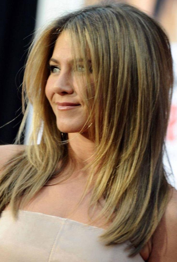 Волосы стригутся ступеньками, так что от затылка длина волос постепенно…
