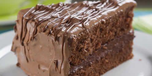 Bolo Nega Maluca com creme de Nutella® http://abr.io/2NSS, bom demaissss