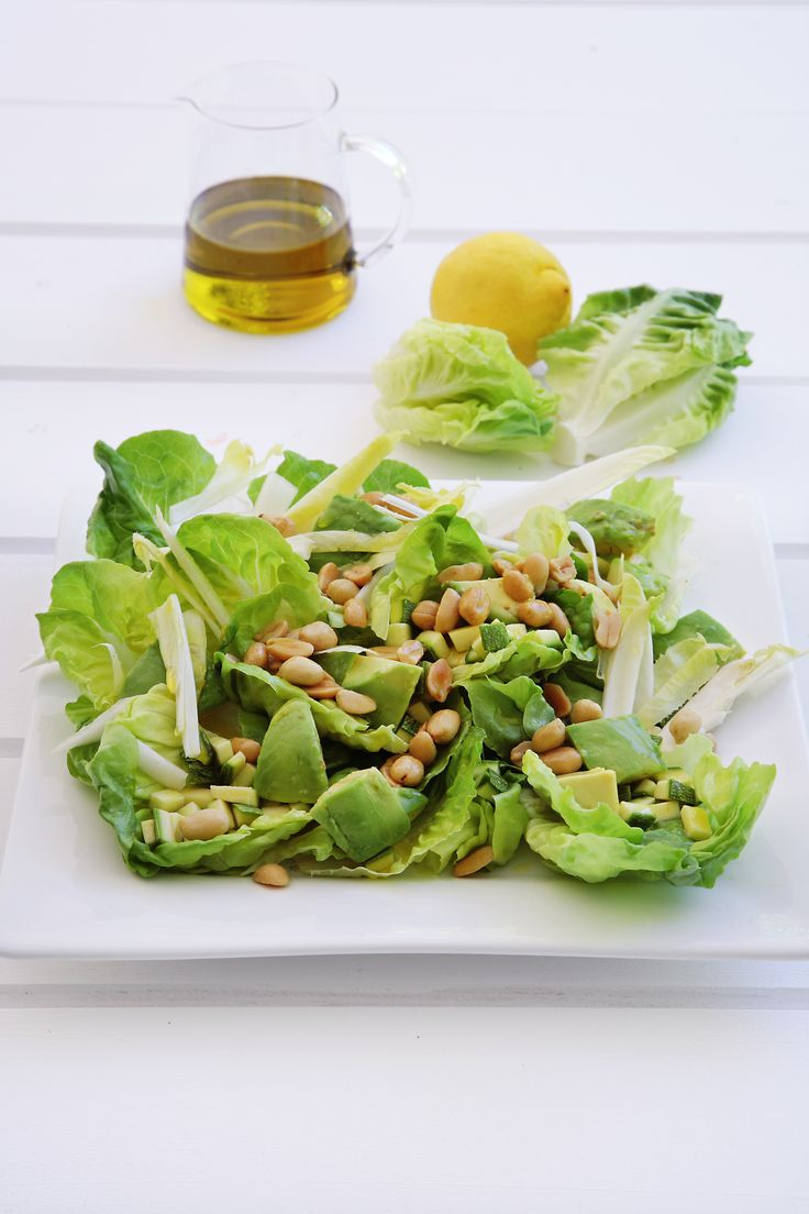Salad with peanuts - simple and delicious http://www.instyle.gr/recipe/prasini-salata-fistiki/
