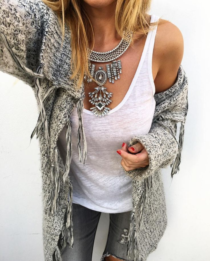 I love the looks of this sweater, the necklace is pretty cool too. #bohochic #fashion #Fall
