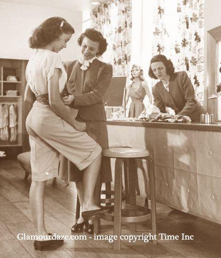 1940er Jahre Mode – Ein glamouröses Kaufhaus – frauen mode