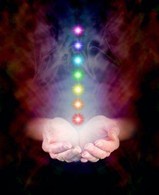 Очищение чакр молитвой «Отче Наш»! Очищение молитвой «Отче Наш» — это уникальный и эффективный метод очистки, избавляющий чакры от энергетического мусора.  Это позволяет жизненной энергии беспрепятственно циркулировать в теле, улучшает самочувствие и настроение, ускоряет мыслительные процессы, способствует саморазвитию и духовному росту. | http://omkling.com/ochishhenie-chakr/