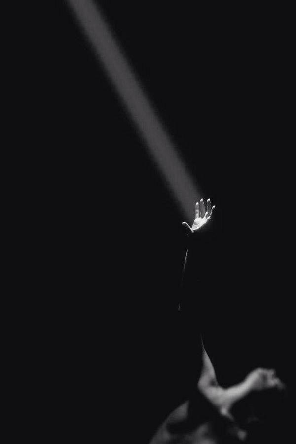 """Όταν σκάβεις βαθιά θα βγεις στο φως. Να το θυμάσαι."""" (Γ.Ρίτσος)"""