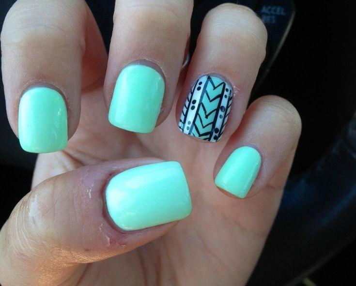 nail art motif aztèque base vernis vert menthe