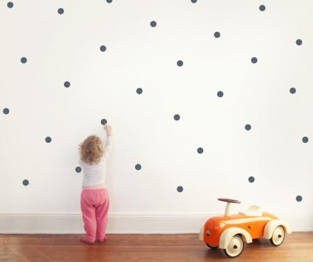 Wandtattoo / Punkte / Dots 30 Punkte / Dots zum Aufkleben auf die Wand Verschiedene Farben vorrätig Größe Die Punkte sind 5cm x 5cm groß! Wir fertigen auch individuelle Größen an :) Verwendete Materialien Wandtattoofolie Herstellungsart geplottet, von Hand entgittert