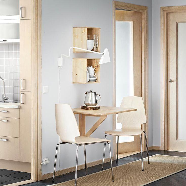 NORBO Klapptisch zur Wandmontage aus klar lackierter massiver Birke für 2 Personen und VILMAR Stühle in Birkenfurnier/verchromt