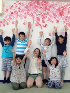 桜 – Week 3  We've finished our Sakura Tree! Next week we will decorate our Sketchbook covers to make them our own unique books!  桜の木のプロジェクトが完成しました。 来週からは自分たちのスケッチブックの表紙に好きな絵を描いてオリジナルブックを作ります。